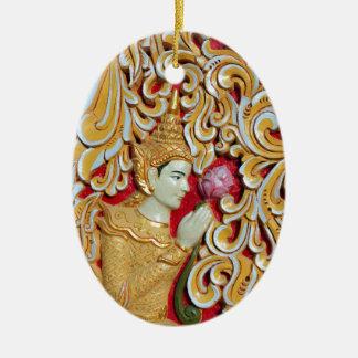 Het gouden Boeddhistische mediteren met de bloem Keramisch Ovaal Ornament
