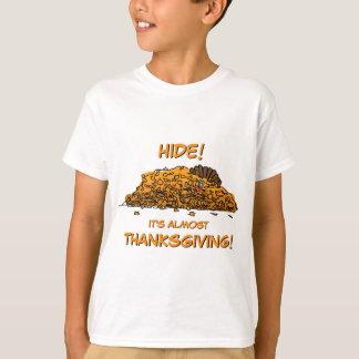 Het grappige Verbergen van Turkije in de T Shirt