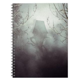 Het griezelige Huis van de Heks in Mist Notitieboek