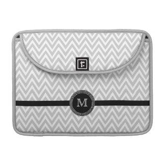 Het grijs-witte prosleeve van het chevronmonogram sleeve voor MacBooks
