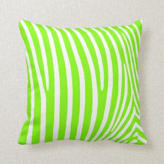 Het Groene Gestreepte Patroon van het neon Sierkussen