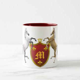 Het grootbrengen van paarden met een heraldisch tweekleurige koffiemok