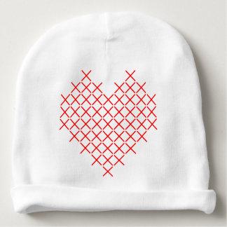 Het hart van de rood kruissteek baby mutsje