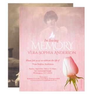 Het herdenkings roze van de de dienstfoto nam 10,8x13,9 uitnodiging kaart