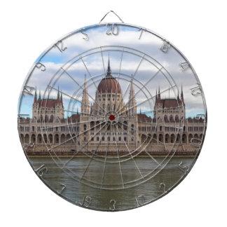 Het Hongaarse Parlement Boedapest tegen dag Dartbord