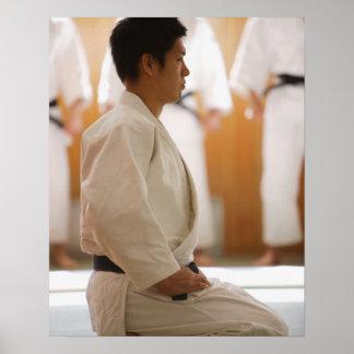 Het Hoofd Knielen van het judo op een Mat Poster