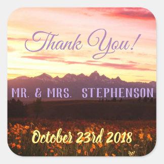 Het huwelijk dankt paars u tetons en wildflowers vierkante sticker