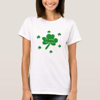 Het is de Regenende T-shirt van Klavers