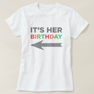 Het is Haar Verjaardag (juiste pijl) T Shirt