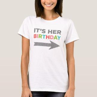 Het is Haar Verjaardag (linkerpijl) T Shirt