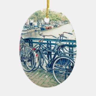 Het kanaal en de fietsen van Amsterdam Keramisch Ovaal Ornament