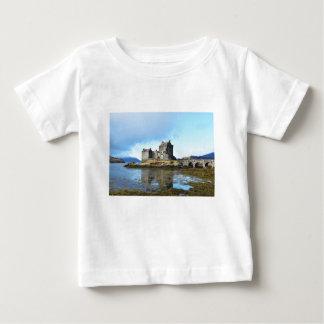 """Het """"kasteel van Eilean Donan"""" - Schotland Baby T Shirts"""