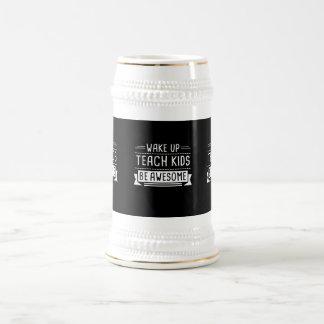 Het kielzog onderwijst omhoog het Kind de Zwarte Bierpul