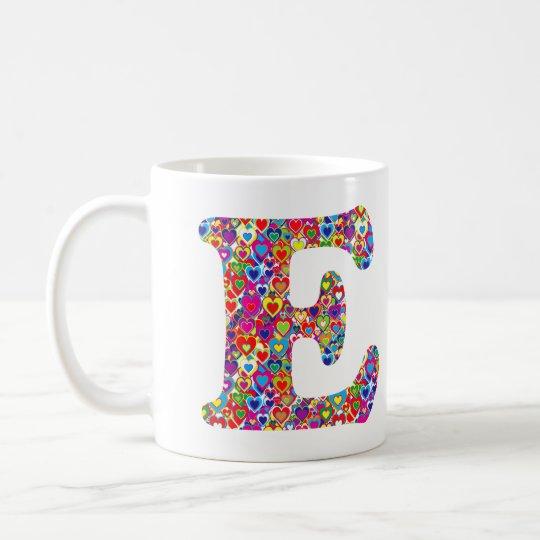 Het Kleurrijke Dynamische Hart Gevulde E Monogram Koffiemok