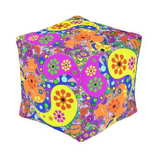 Het kleurrijke Patroon van Paisley van Bloemen Vierkante Poef