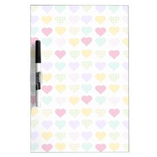Het kleurrijke patroon van pastelkleurharten whiteboards