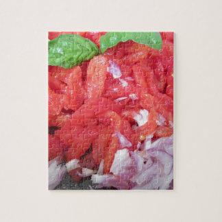 Het koken van eigengemaakte tomatensaus die puzzel