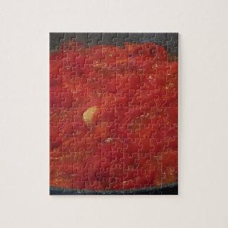 Het koken van eigengemaakte tomatensaus die verse puzzel