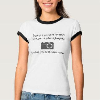 Het kopen van een camera maakt niet tot u een t shirt