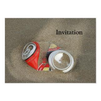 Het lege Bier kan in Zand 12,7x17,8 Uitnodiging Kaart
