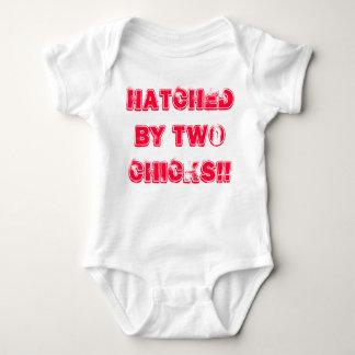 Het lesbische Baby Mums groeit. Uitgebroed door Romper