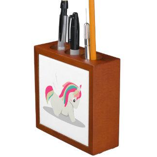 Het leuke mollige eenhoornchibi blozen pennenhouder