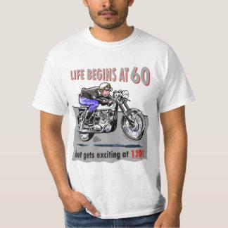 Het leven begint bij 60, maar krijgt het opwekken t shirt