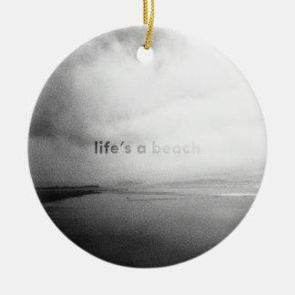 Het leven is een Strand - Zwart-witte Rond Keramisch Ornament