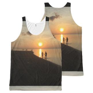 Het lopen op het Strand voor een Zonsopgang van All-Over-Print Tank Top