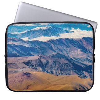 Het LuchtUitzicht van de Bergen van de Andes, Laptop Sleeve