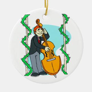 Het man die van de cartoon rechte baarzen spelen rond keramisch ornament