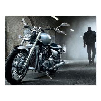 Het Man die van de motorfiets vanaf Zijn Fiets Briefkaart
