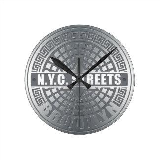 Het mangat behandelt Brooklyn Ronde Klok