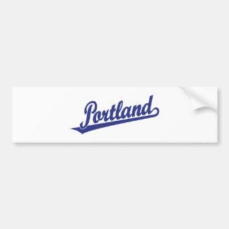 Het manuscriptlogo van Portland in blauw Bumpersticker
