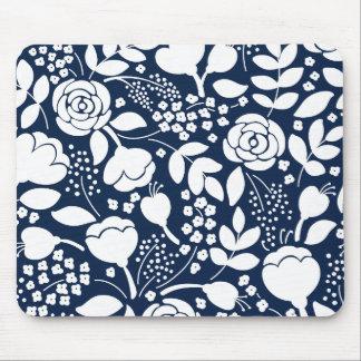 Het marineblauwe en witte bloemenstootkussen van muismat