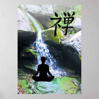 Het mediteren van Silhouet door Waterval Poster