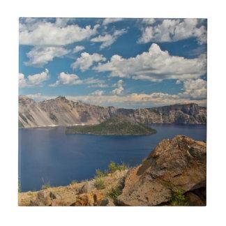 Het Meer van de krater en het Eiland van de Tegeltje