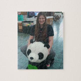 Het meisje dat een panda berijdt draagt foto puzzels