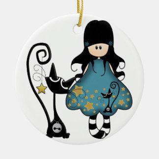 Het Meisje van de gothic met Kat Rond Keramisch Ornament