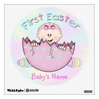 Het Meisje van het Baby van de eerste Pasen om het