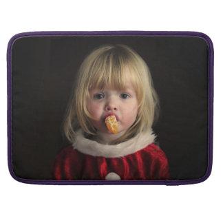 Het meisje van Kerstmis - Kerstmiskind - leuk Sleeve Voor MacBooks