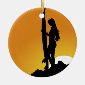 Het meisjesSilhouet van Surfer Rond Keramisch Ornament