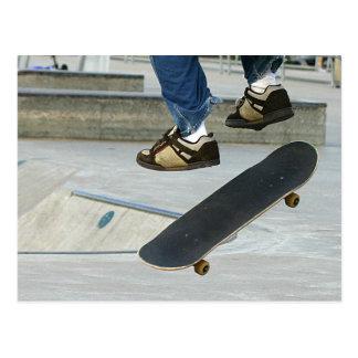 Het met een skateboard rijden briefkaart