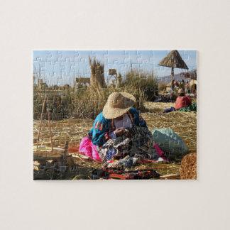 Het Naaiende Borduurwerk van de Vrouw van Peru Puzzel