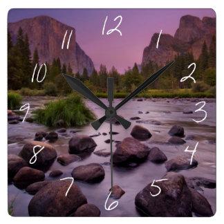Het Nationale Park van Yosemite bij Schemer Vierkante Klok