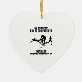 Het neigen en geweldige Triathlon- design Keramisch Hart Ornament