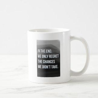 Het nemen van het Inspirerend Motivatie Citaat van Koffiemok