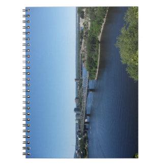 Het Notitieboekje van de Brug van de Rivier van de Ringband Notitieboek