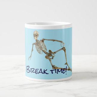 """Het ontspannen het skelet zegt de """"tijd van de grote koffiekop"""