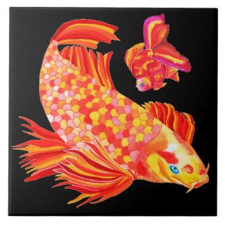 Het ontwerp decoratieve tegel van de goudvis tegeltje vierkant large